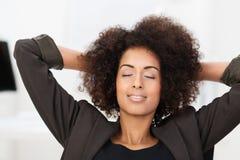 Empresaria afroamericana que toma una rotura fotografía de archivo