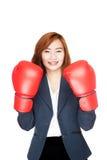 Empresaria asiática con el guante de boxeo Imágenes de archivo libres de regalías