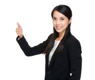 Empresaria asiática con el pulgar para arriba Fotografía de archivo libre de regalías
