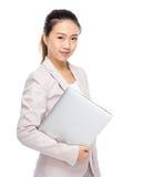 Empresaria asiática con la computadora portátil Fotos de archivo