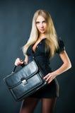 Empresaria atractiva con la maleta Imagenes de archivo