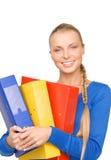 Empresaria atractiva joven con las carpetas Fotos de archivo libres de regalías