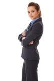 Empresaria atractiva joven con los brazos cruzados Fotos de archivo