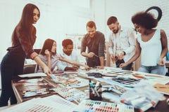Empresaria brainstorming Cooperación vector fotos de archivo libres de regalías