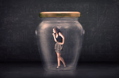 Empresaria cerrada dentro de un concepto de cristal del tarro Fotografía de archivo
