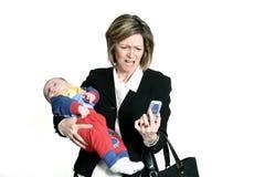 Empresaria con el bebé fotos de archivo
