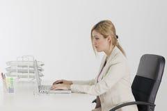 Empresaria con el ordenador Foto de archivo