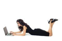 Empresaria con el ordenador portátil Fotografía de archivo