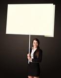 Empresaria con el papel del post-it Fotos de archivo