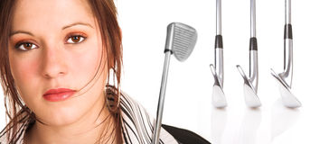 Empresaria con el pelo y el equipo de golf marrones Imagenes de archivo