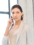 Empresaria con el teléfono celular Fotos de archivo