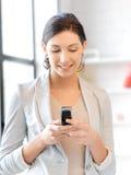Empresaria con el teléfono celular Fotografía de archivo
