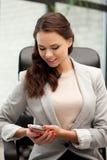 Empresaria con el teléfono celular Imágenes de archivo libres de regalías