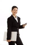 Empresaria con el teléfono celular y la computadora portátil aislados Foto de archivo