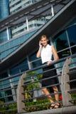 Empresaria con el teléfono Imagen de archivo libre de regalías