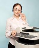 Empresaria con la copiadora Foto de archivo libre de regalías