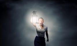 Empresaria con la linterna Foto de archivo libre de regalías