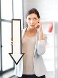 Empresaria con la muestra de la flecha de la dirección Fotografía de archivo libre de regalías