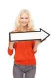 Empresaria con la muestra de la flecha de la dirección Imagen de archivo libre de regalías