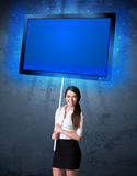 Empresaria con la tableta brillante Fotografía de archivo libre de regalías