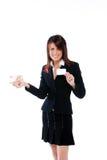 Empresaria con la tarjeta y el dinero Imagen de archivo libre de regalías