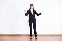 Empresaria con los ojos vendados Fotos de archivo