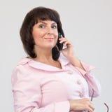Empresaria en el teléfono Fotografía de archivo libre de regalías