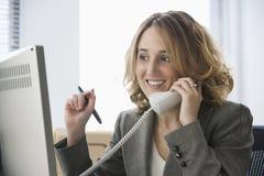 Empresaria en el teléfono Imagen de archivo