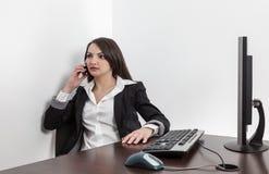 Empresaria en el teléfono Foto de archivo