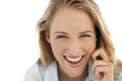 Empresaria en el teléfono en el lugar de trabajo Imagen de archivo