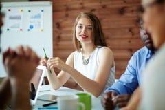 Empresaria en la reunión imagen de archivo