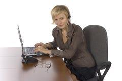 Empresaria en su oficina Imagen de archivo libre de regalías