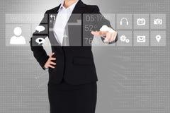 Empresaria en traje que señala el finger al menú del app Foto de archivo