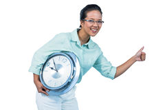 Empresaria encantada que sostiene un reloj Imagenes de archivo
