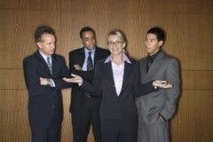 Empresaria entre hombres de negocios Imagen de archivo libre de regalías