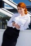 Empresaria feliz con el teléfono Fotos de archivo libres de regalías