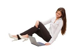 Empresaria hermosa con la computadora portátil Fotos de archivo
