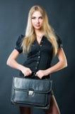 Empresaria hermosa con la maleta Foto de archivo