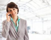 Empresaria hermosa en el teléfono Fotos de archivo libres de regalías