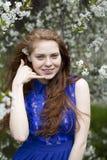 empresaria hermosa joven en un fondo aislado Imagen de archivo