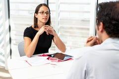 Empresaria Interviewing Male Candidate Imagen de archivo libre de regalías