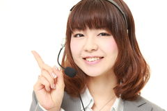 Empresaria japonesa joven de la presentación del centro de atención telefónica Fotos de archivo libres de regalías