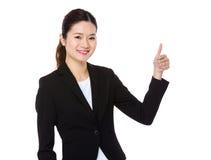 Empresaria joven con el pulgar para arriba Fotografía de archivo libre de regalías