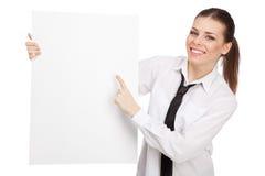 Empresaria joven con un tablero blanco Fotografía de archivo libre de regalías