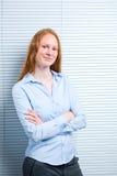 Empresaria joven con una sonrisa Imágenes de archivo libres de regalías