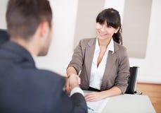 Empresaria joven en la entrevista Fotos de archivo
