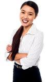 Empresaria joven hermosa, brazos doblados Imagen de archivo libre de regalías