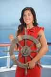 Empresaria joven Holding Ship Wheel Imagen de archivo libre de regalías