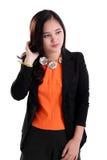 Empresaria joven que parece de lado aislada Fotografía de archivo