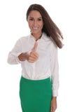 Empresaria joven sonriente aislada sobre blanco con la falda verde imagen de archivo